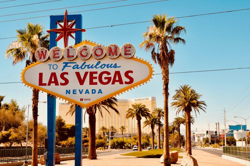 las-vegas-hotelscom-daily-ovation